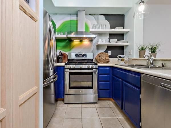 Фотообои для кухни - фото с плавающими полками