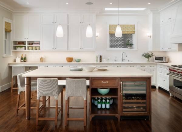 Кухонный остров, совмещенный с обеденным столом