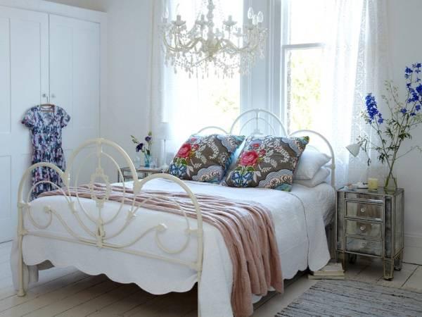 Цветочные узоры в дизайне спальни в стиле шебби + прованс