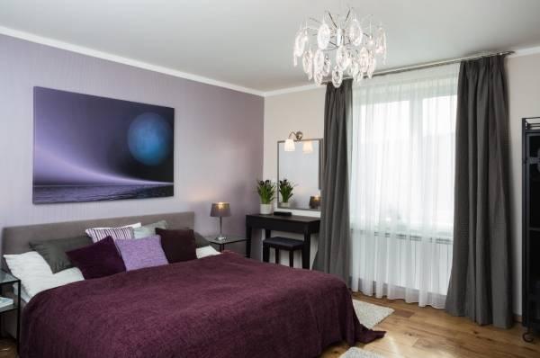 Фиолетовый цвет в интерьере спальни - фото 2017