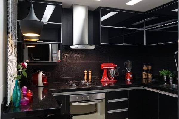 Дизайн кухни 2017 года в черном цвете