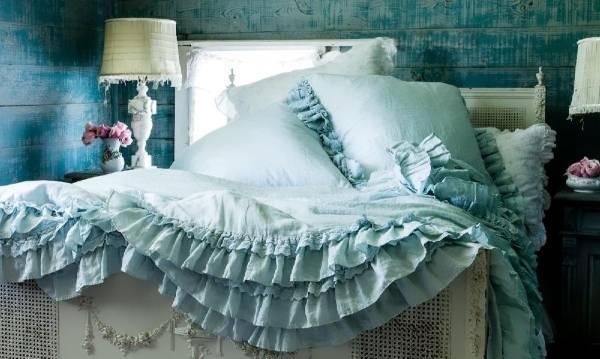Декор и отделка шебби шик в интерьере спальни в бирюзовом цвете