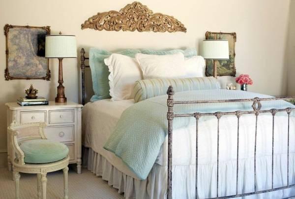 Мебель в классическом стиле в интерьере спальни шебби шик
