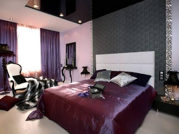 Фиолетовая спальня с темно-серым натяжным потолком
