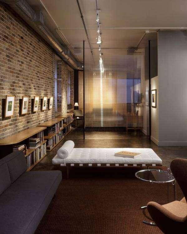 Тонкая стеклянная перегородка в интерьере - фото квартиры
