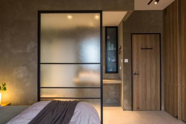 Межкомнатные перегородки из стекла в спальне и ванной