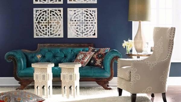 Дизайн интерьера в восточном стиле с темно-синими обоями