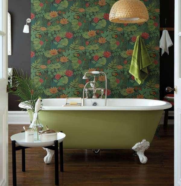 Темные обои для стен в интерьере ванной - фото в зеленых тонах