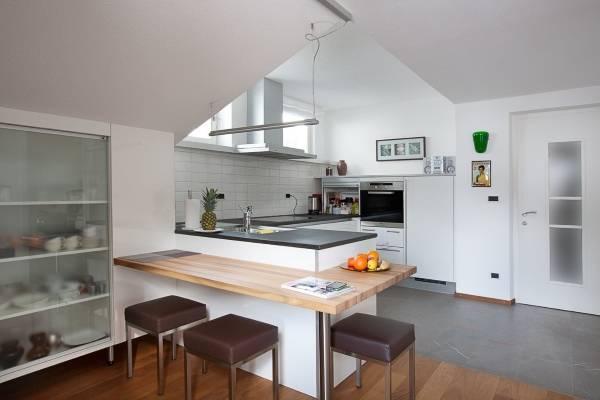 Угловые кухни с барной стойкой - фото необычного дизайна
