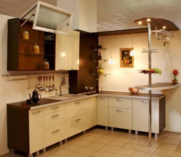 Угловой кухонный гарнитур с барной стойкой - компактное решение