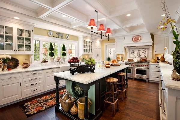 Идеи для кухни - фото декора с цветами и керамикой