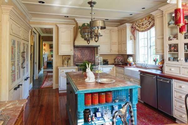 Как украсить полки на кухне - фото идей декора
