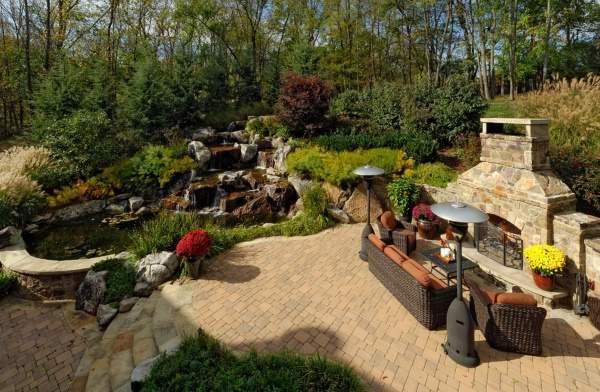 Ландшафтный дизайн загородного дома с искусственным прудом