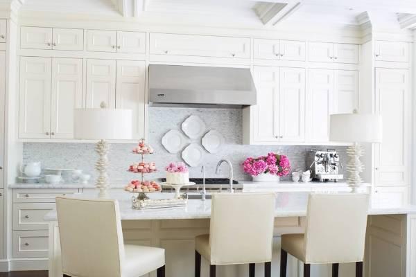 Как украсить кухню в светлых тонах