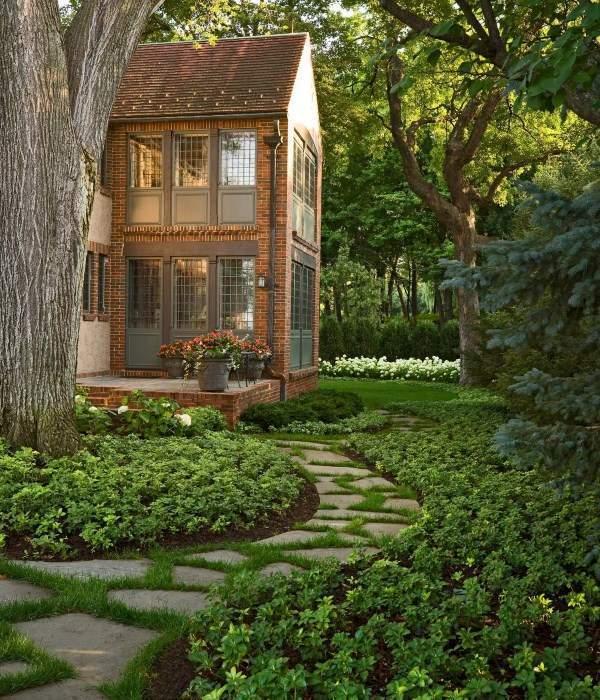 Ландшафтный дизайн загородного дома - красивые садовые дорожки