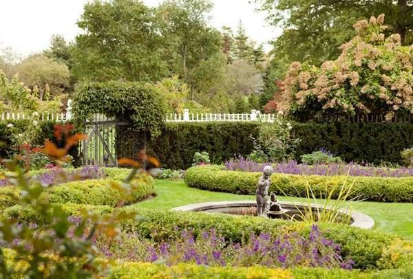 Дизайн участка загородного дома в классическом стиле
