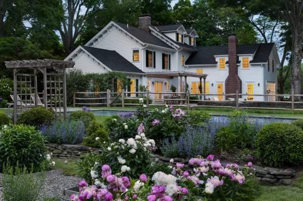 Красивые участки загородных домов - фото с бассейном