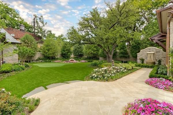 Фото дизайна участка загородного дома - красивый ландшафт