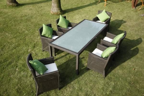 Мебельный гарнитур из ротанга для сада
