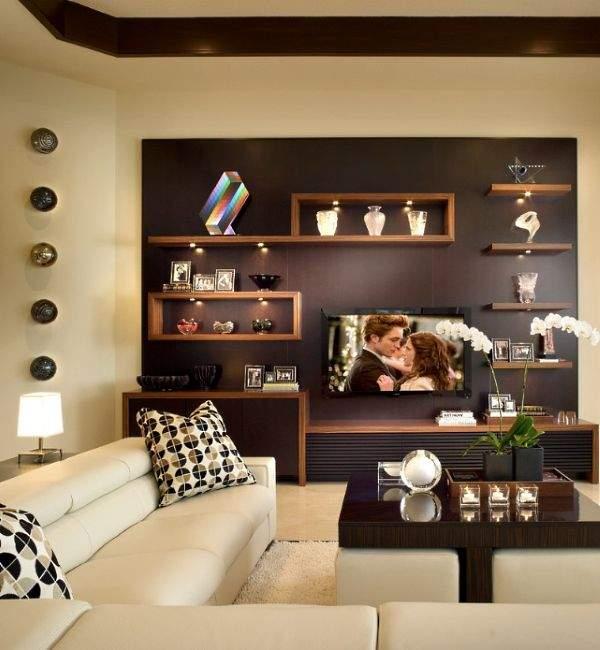 Оригинальные полки на стену - фото в интерьере гостиной