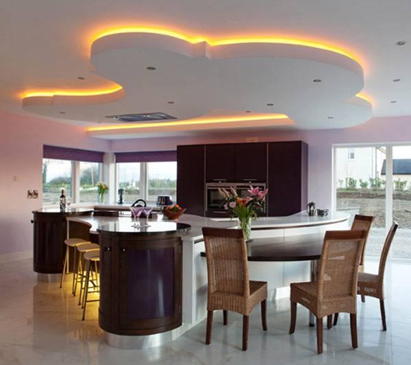 Вариант расположения светильников на натяжном потолке - фото с ЛЕД подсветкой