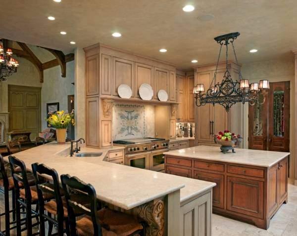 Варианты расположения светильников на натяжном потолке - фото на кухне