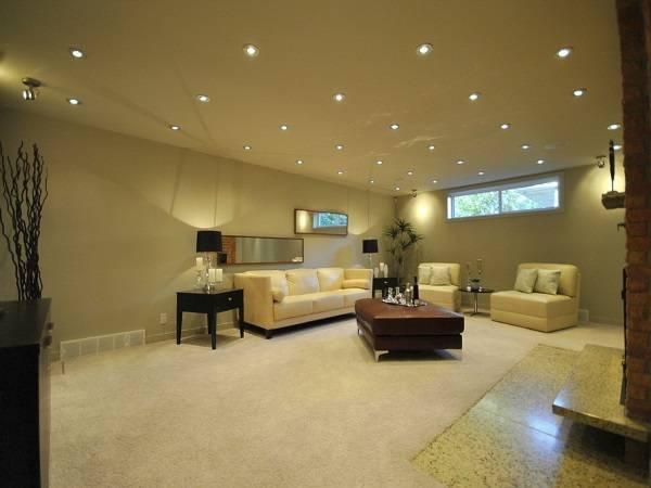 Схема расположения точечных светильников на потолке в большой комнате
