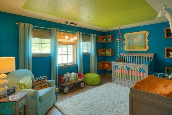 Красивые угловые полки на стену в интерьере детской