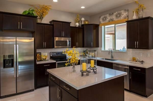 Желтый декор кухни в дизайне интерьера - фото