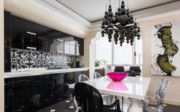 Интерьер кухни столовой с эркером в частном доме