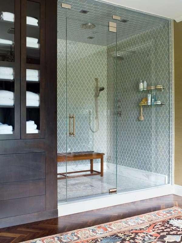 Красивая стеклянная дверь для душа в нишу с ограждением