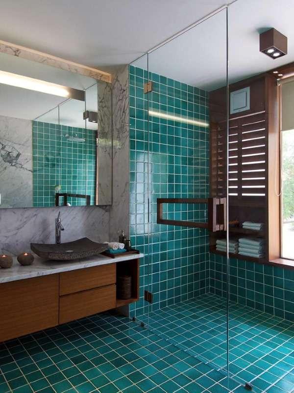 Стеклянные душевые двери в дизайне ванной комнаты