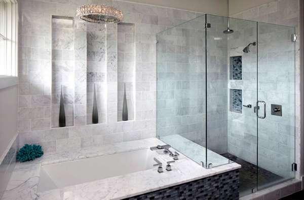 Простая стеклянная дверь в душ - фото в ванной комнате