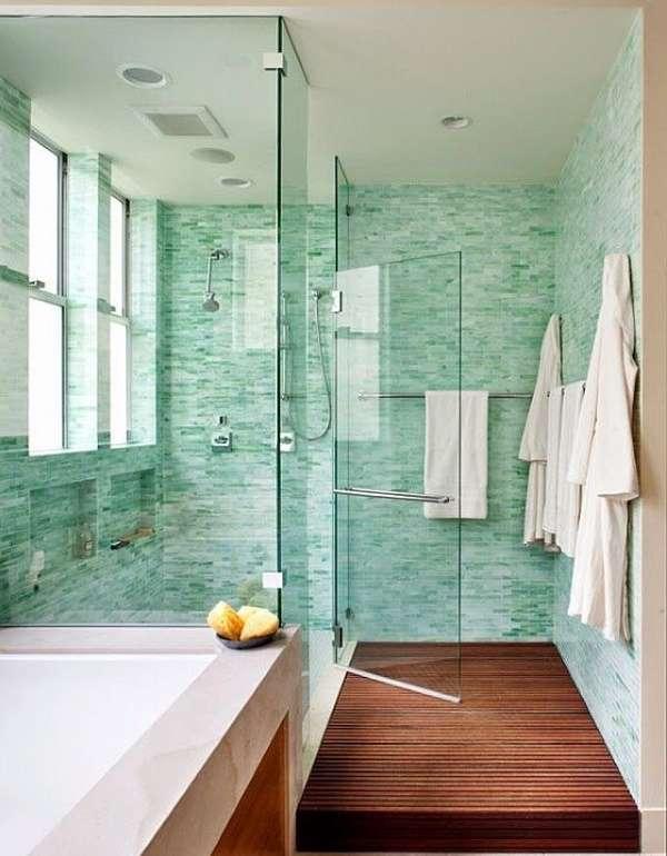 Стеклянные двери для душа маятниковые на фото ванной