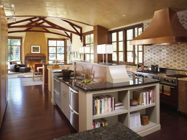 Деревенский дизайн кухни гостиной в загородном доме