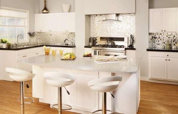 Дизайн кухни в частном доме - фото остров