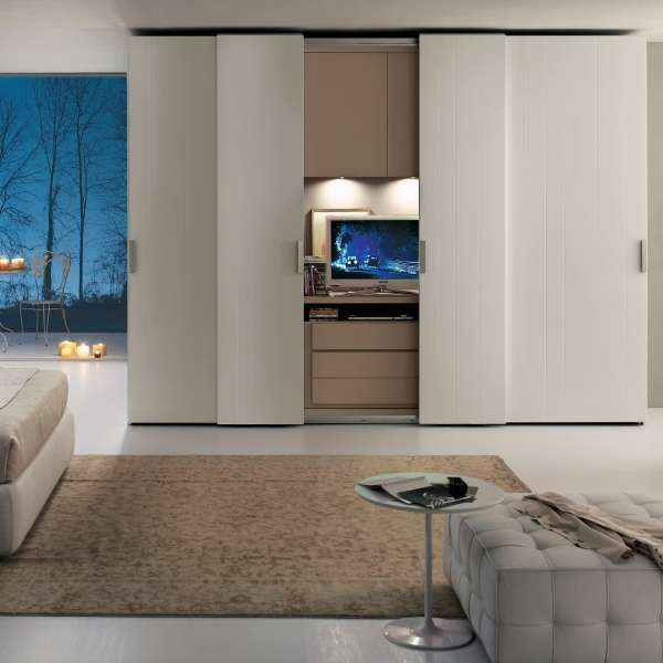 Большой шкаф купе в спальню - фото с телевизором внутри