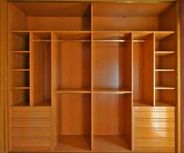 Деревянный шкаф купе для спальни - фото внутренний дизайна