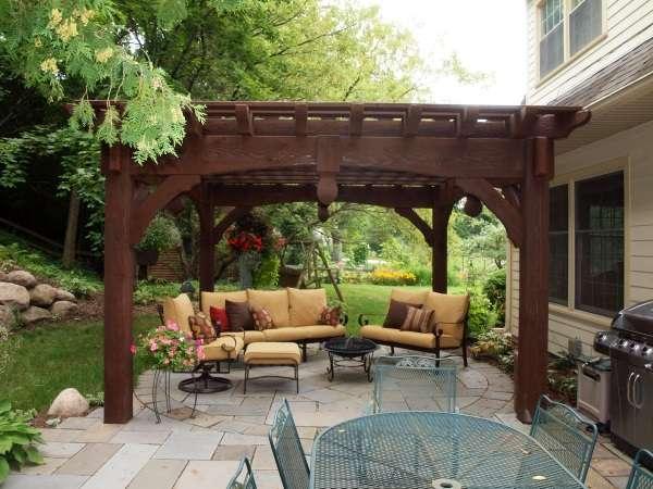 Современный дизайн двора частного дома - фото беседки
