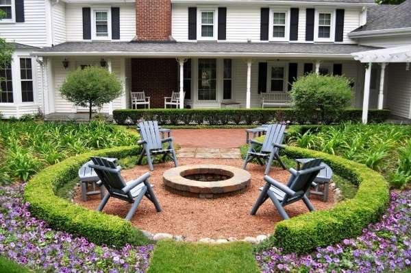 Дизайн двора частного дома в классическом стиле