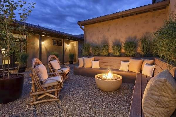 Ландшафтный дизайн частного дома - фото зоны отдыха у костра