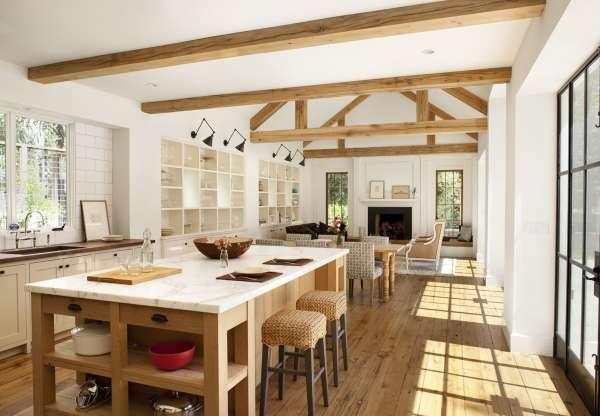 Дизайн интерьера загородного дома - фото совмещенной кухни с гостиной