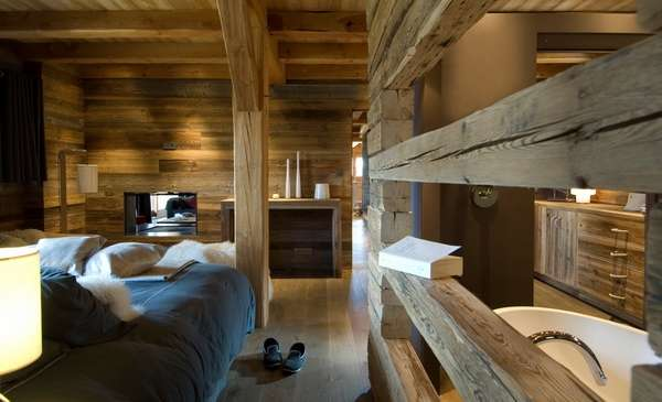 Дизайн интерьера загородного дома в стиле шале - спальня и ванная