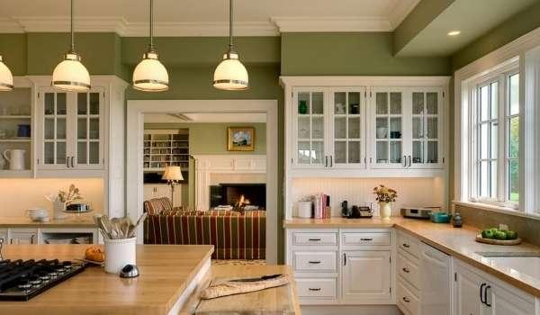 Дизайн и интерьер кухни в частном доме в зеленых тонах
