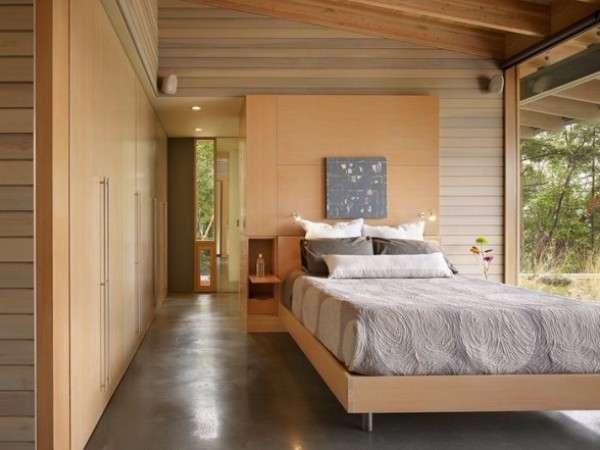 Интерьер спальни в частном доме - фото с большими окнами
