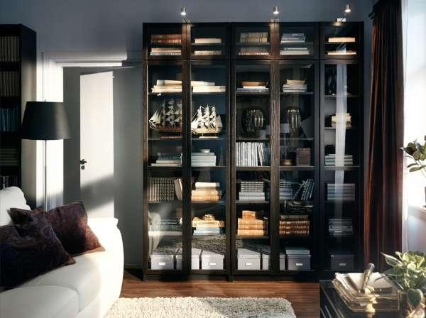 Шкаф со стеклянной дверью и подсветкой