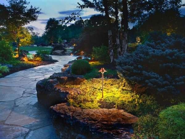 Ландшафтный дизайн частного дома своими руками - фото подсветки ночью
