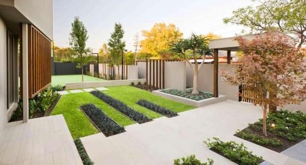 На фото 12: Ландшафтный дизайн двора