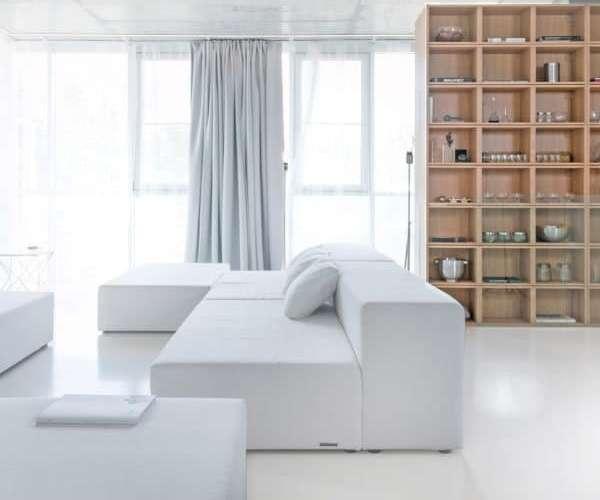 Однокомнатный интерьер в современном стиле и мебелью минимализм
