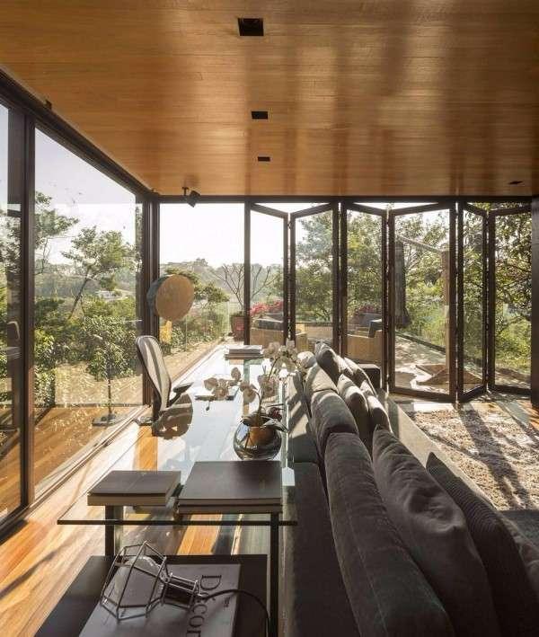 Большие окна гармошкой в интерьере частного дома